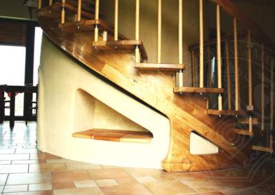 kachlova-kamna-pod-schody-10