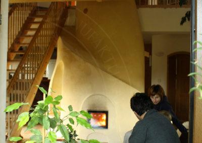 kachlova-kamna-pod-schody-4