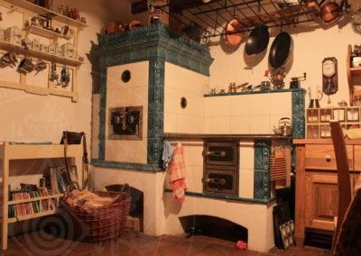 Kachlový kuchyňský sporák